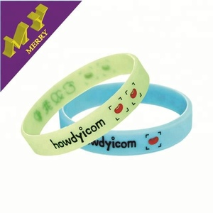 Guangzhou factory cheap silicon wristband / custom silicone bracelet