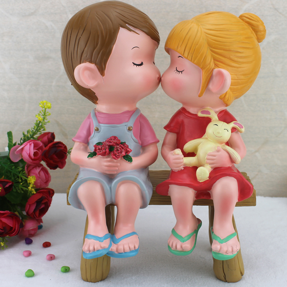 Decorative Home Art Abstract Resin Couple Loving Figurine