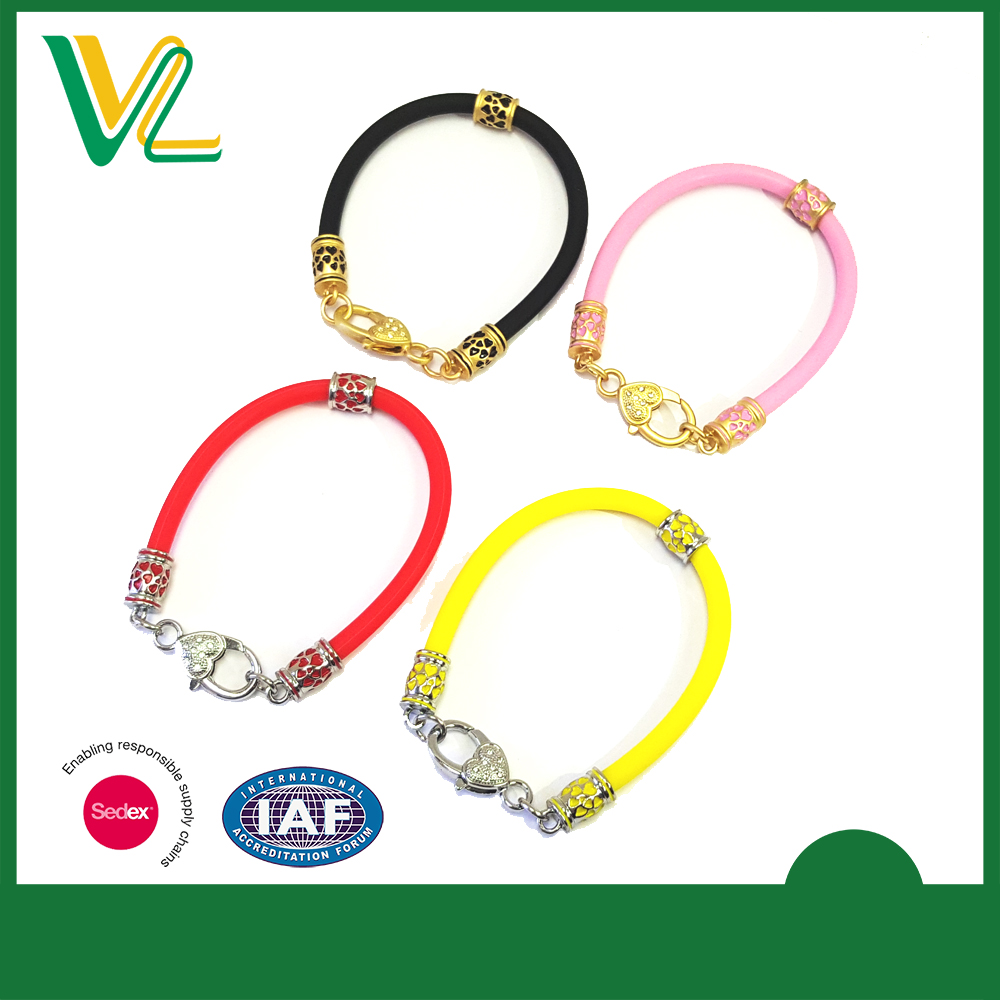 Custom design high quality Zinc alloy Metal Round Charm Matt gold Lobster claw clasp Special Silicone Bracelet