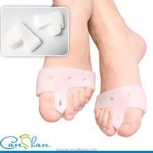 Open toe Gel Silicon White Toe separate cover with holes toe separating cover