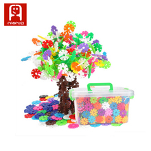 wholesale 12 colors 700 piece plastic Building Splicing DIY puzzle kid toys Snowflake Blocks