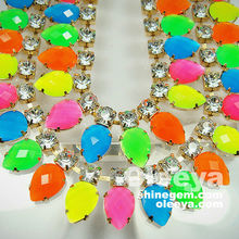 Best-selling candy color peach heart shaped czech rhinestone chain,golden base fluorescent rhinestone chains for t-shirt