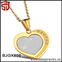 Plating Gold Shinning Crystall Drill Carved Heart Pendant with A Shell