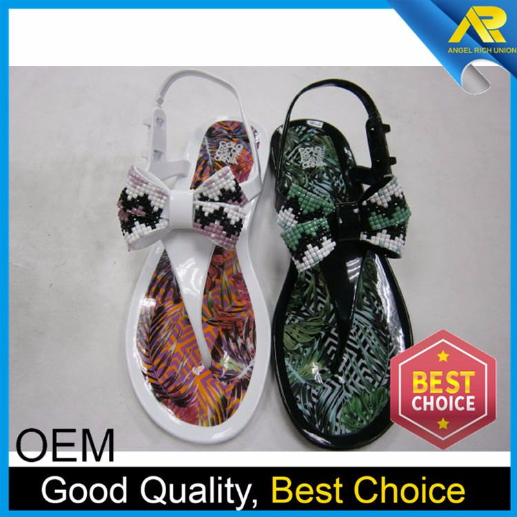 2017 new product qualify European standard crystal pvc jelly sandals with low price