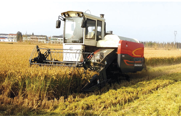 Popular in Africa Farm Machinery tracked rice combine harvester