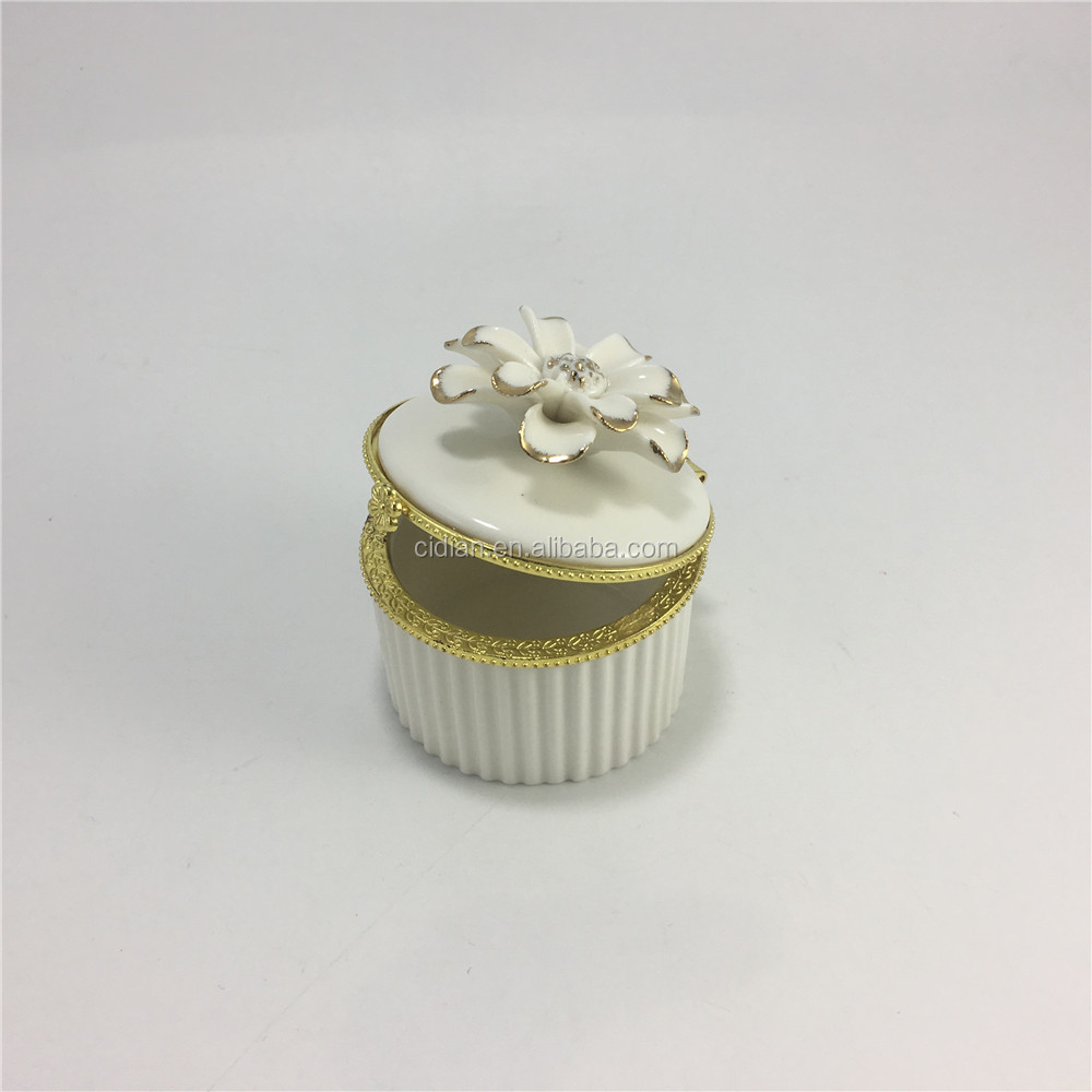 Round ceramic jewelry box with gold standing flower