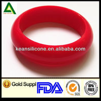 2013 Newely Customized FDA Approved Customized Silicone Slap Bracelet/silicone usb bracelet
