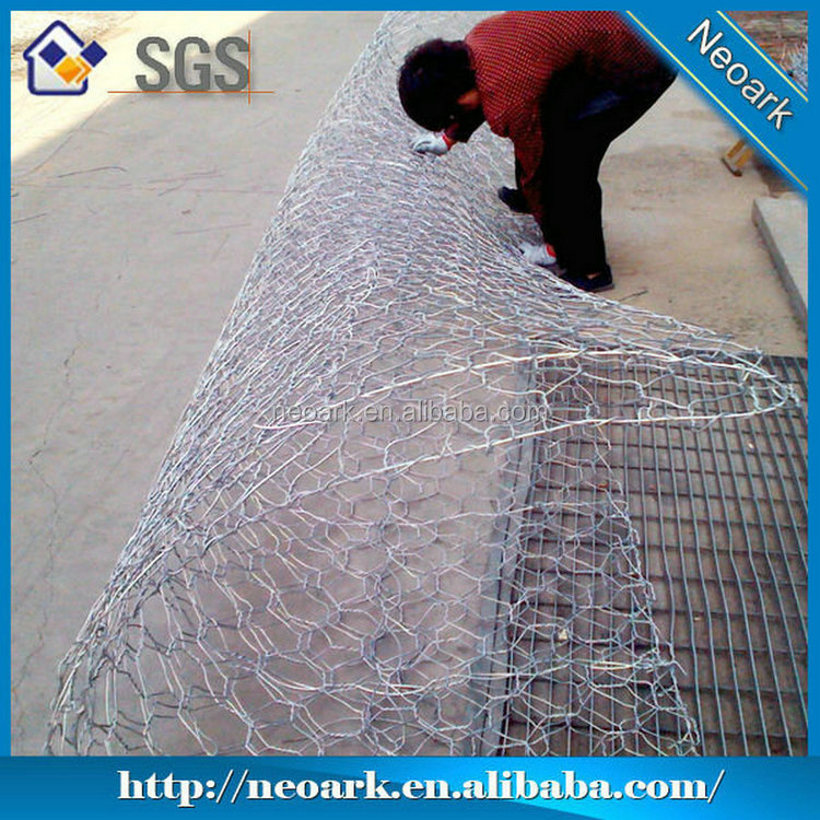 Hot dipped Galvanized hexagonal Wire Mesh poultry Netting for chicken hot sale