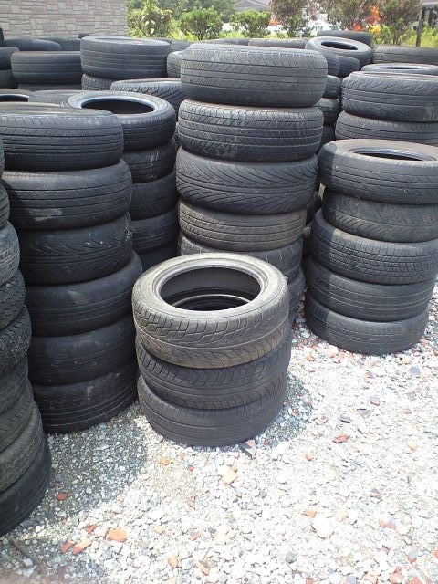 used japanese tire - Tread 30% -