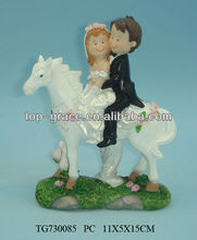 Polyresin wedding couple figurine for decoration and gift boy and girl figurine with horse