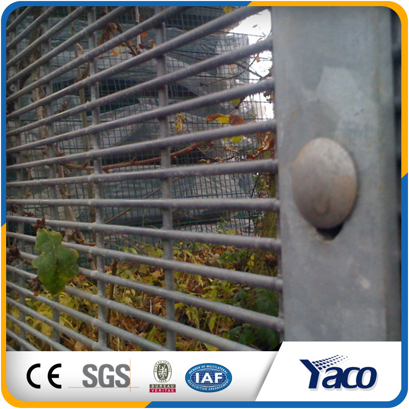 YACHAO security fencing top of wall with iso9001 2008