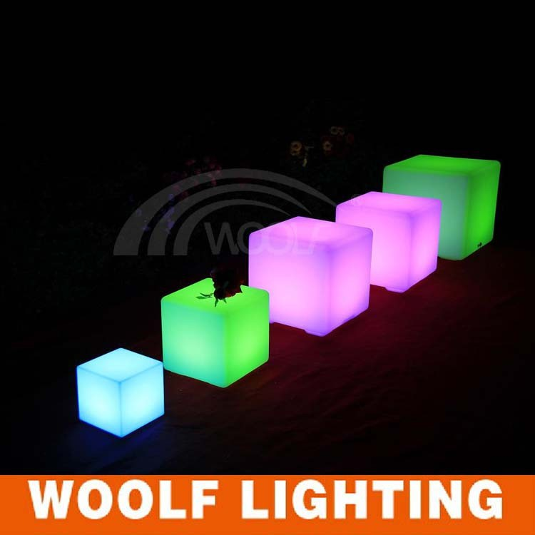 3D rechargeable plastic glowing light LED cube