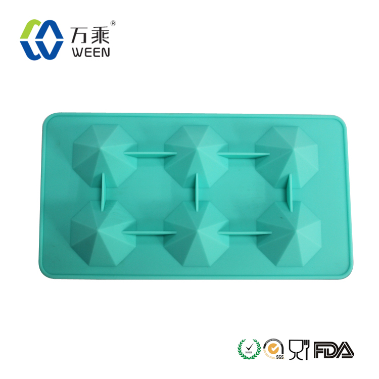 Colorful eco-friendly diamond shaped silicone ice cube freeze mold diamond tray on ice, silicone ice maker