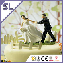 ' una carrera To The Altar pareja ' Bride And Groom Wedding Cake Toppers Figurines
