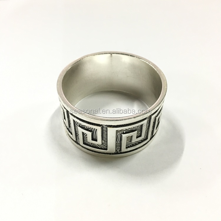 Factory outlet wholesale Zinc alloy round shape maze line napkin ring in stock