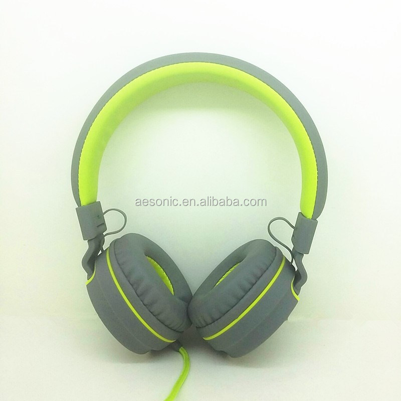 Small Quantity Stock Premium Sound Effect Free Sample Music Rubber Finished Headphones With Detachable Cable