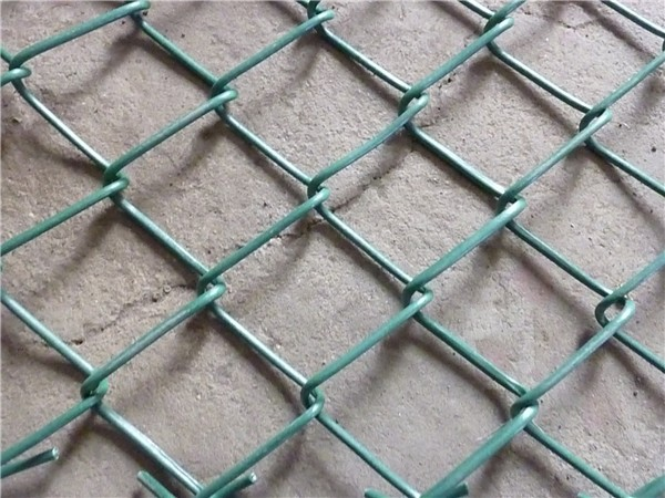 Manufacturer China sport field hot dipped galvanized chain link fence