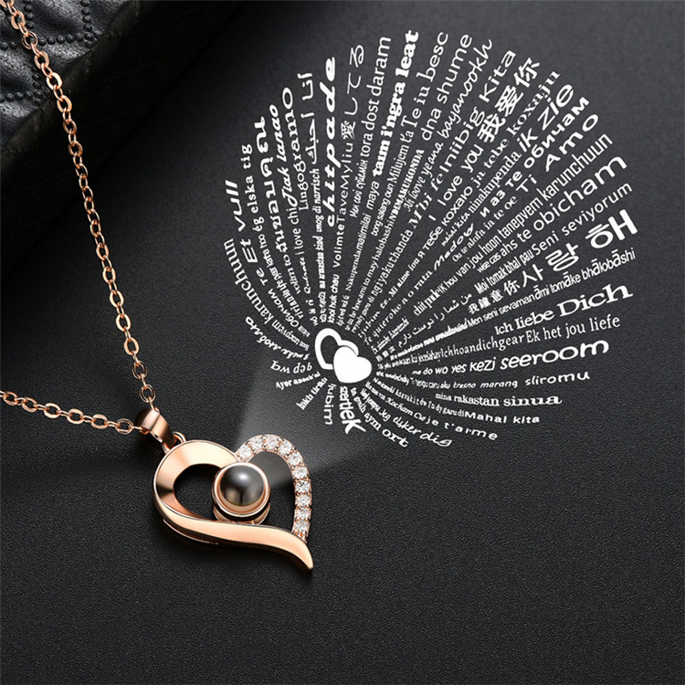 2019 Fashion New Design Valentines Day Women Projection Heart Necklace I Love You in <strong>100</strong> Languages Pendant Necklace for Girls