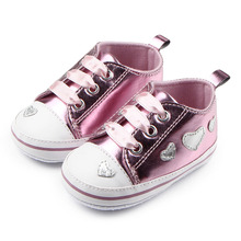 Wholesale Patent Leather Soft Heart Design Ribbon Casual Prewalkers Baby Girls Shoes