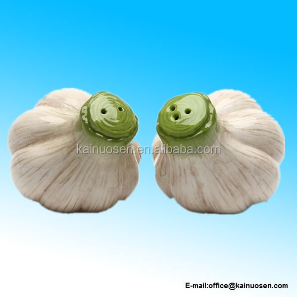 Gifts Garlic Salt and Pepper Set, Ceramic, 2-1/4-Inch