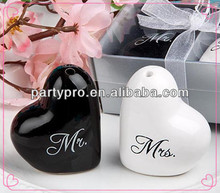 Free Shipping 2014 Mr. & Mrs. Heart-shaped Salt & Pepper Shakers Set for Wedding <strong>Gift</strong>