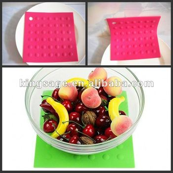 Food grade eco-friendly healthy nonstic nice silicone dining table pad silicone pot cup mat coaster
