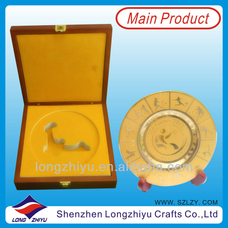 high quality etched brass coin with stand souvenir plate and metal plaque with wood box