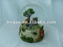 polyresin Africa natural landscape snow globe