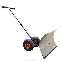 Manual snow shovel with wheels