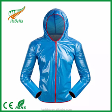 customized green polyster foldable raincoat womens/raincoat poncho