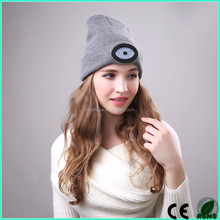 LED LIGHT BEANIE.SKIING HATS WITH LIGHT