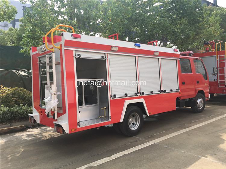 Dongfeng 140 cab 4000L water foam firefighter truck price