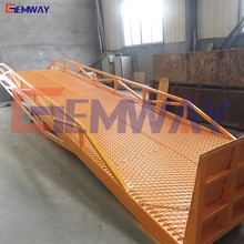 Hydraulic adjustable container loading and unloading ramp