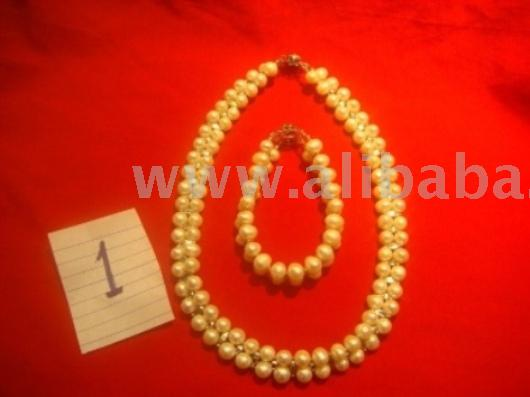White Pearl Necklace And Bracelet