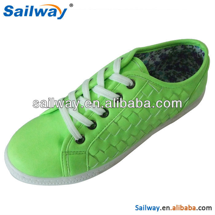2014 lady injection shoe with green pu material
