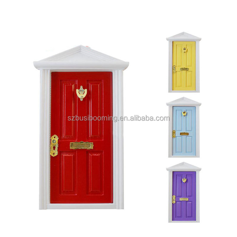 2017 Gadgets 1:12 Doll Mini Furniture Accessories European Children Diy Doll House Door Assembled with Metal Accessories Garland
