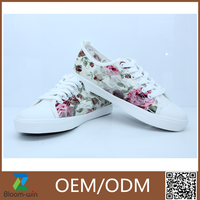 New lastest ladies beautiful flat shoes casual/pictures of colorful floral women flat shoes