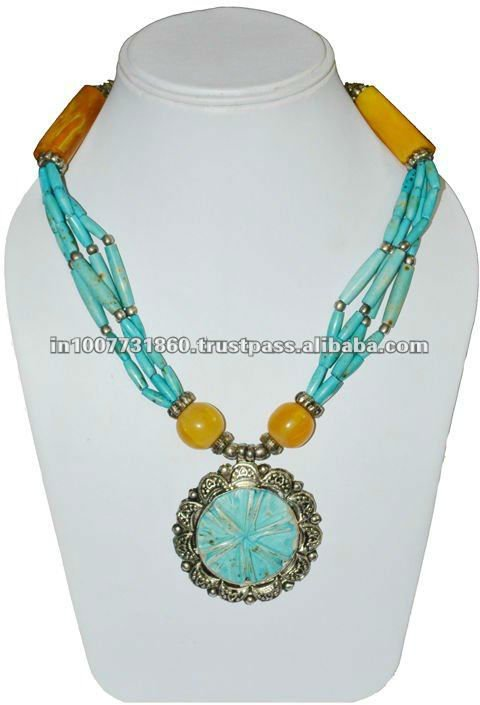 Latest Fashion Crafted Pendant Necklace