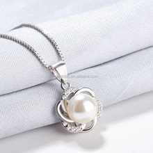 Fashion Jewelry Silver Pearl Pendant with 925 Silver Charm Necklace for Woman