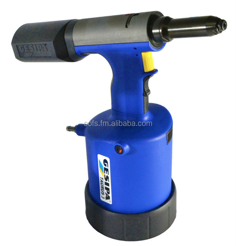 Pneumatic setting tool for blind rivet