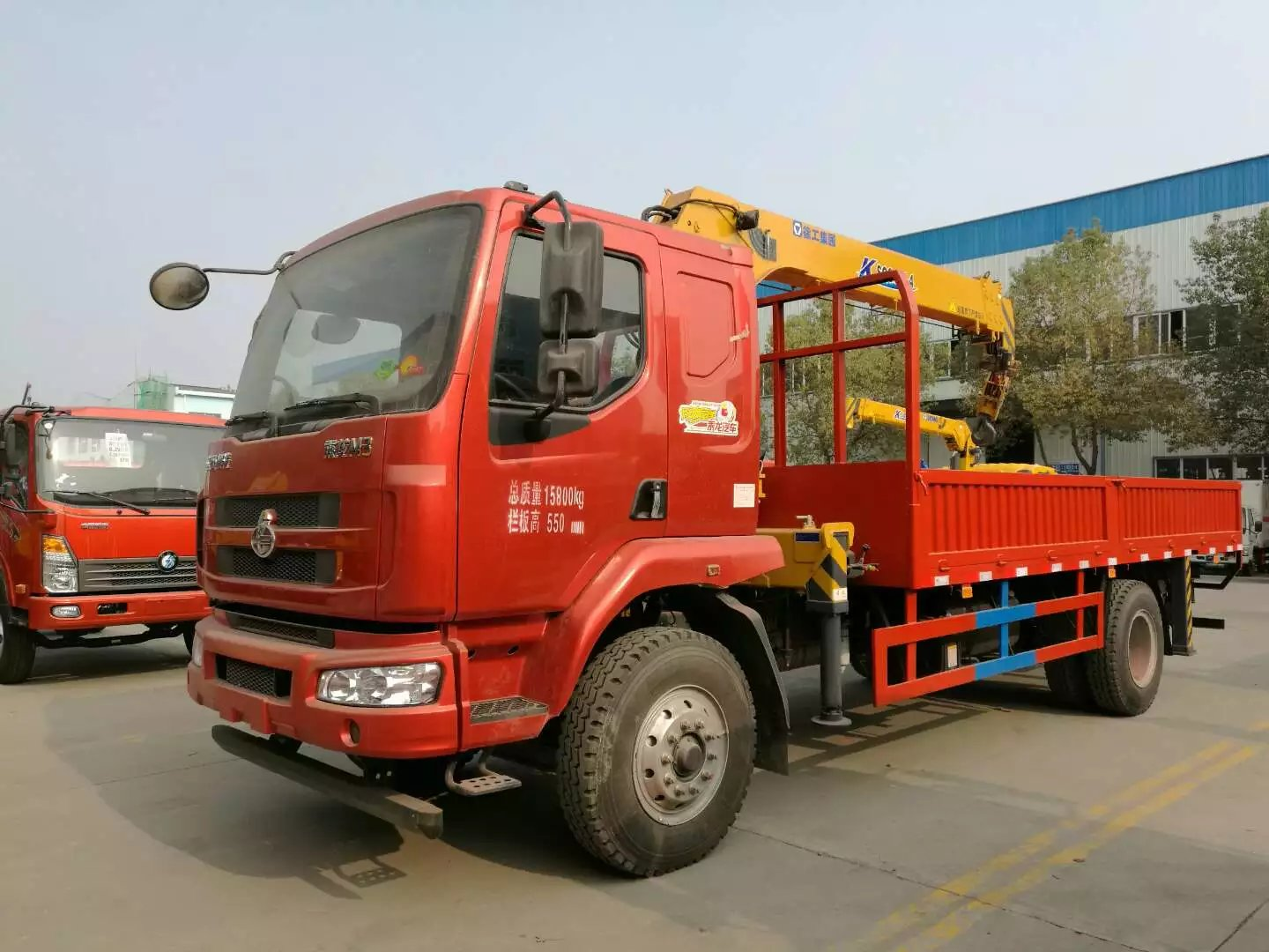 Chenglong 4x2 style 6T crane truck for sale