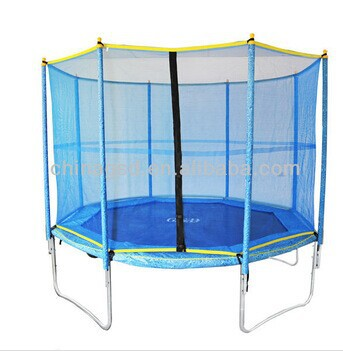 GSD 14ft round trampoline with enclosure