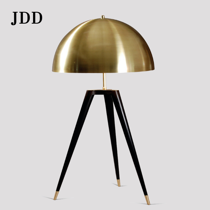 Post-modern minimalist fashion tripod desk lamp creative office hotel bedroom bedside soft suit designer desk lamp