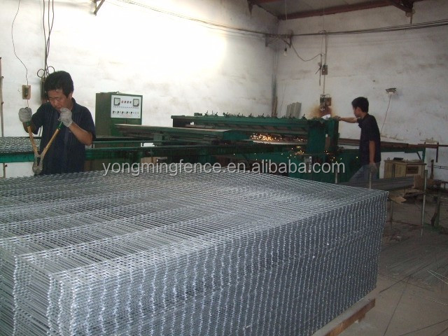 Applied widely efficient triangle bending fence / 3D curved welded wire mesh panel fence