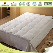 White Color Bed Topper Mattress Topper for Hotel
