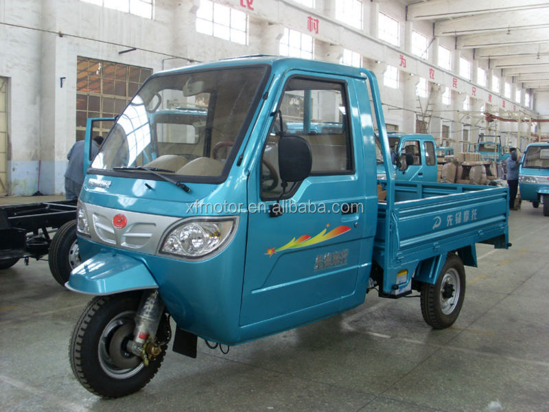 250cc cargo tricycle with closed body