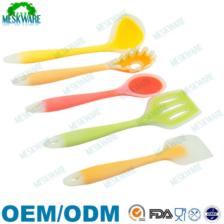 Promotional Christmas gifts silicone dining utensil set, western kitchen tools set