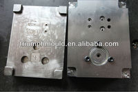 Many kinds of plastic worm molds
