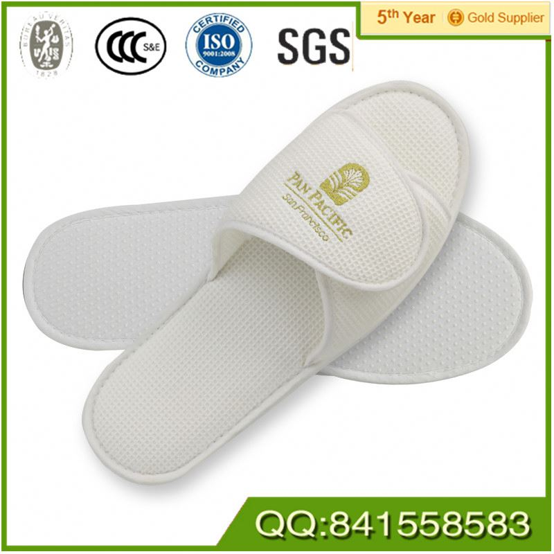 Customized Promotional Custom washable pu leather slipper/disposable hotel slippers for motel