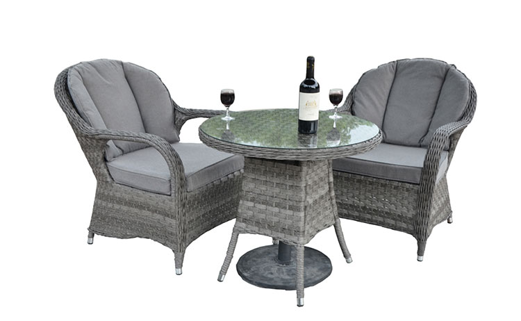 Economic garden premium wicker table and chairs